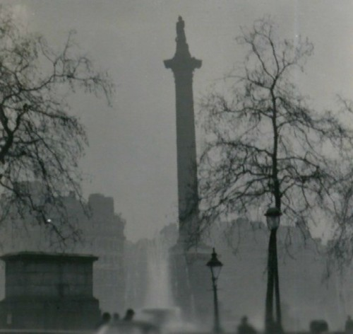 Nelson's_Column_the_Great_Smog_1952